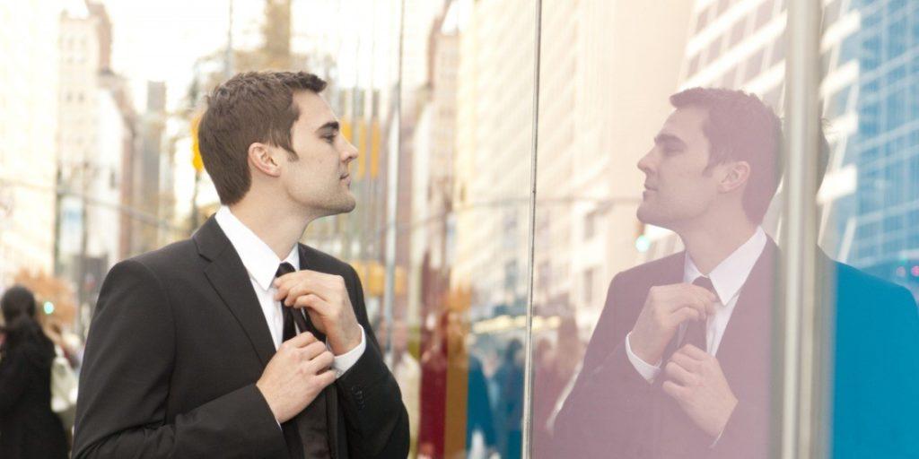 Что означает человек нарцисс? Как проявляется нарциссизм у мужчин и женщин